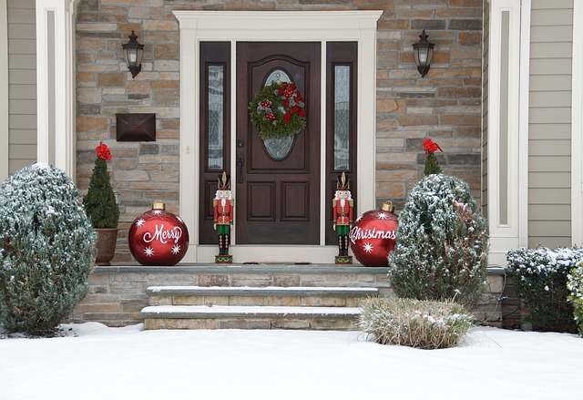 entry door holiday décor